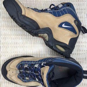 Nike Air ACG Tan Hiking Boots Women's Size 8